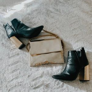 Qupid gold heeled booties!